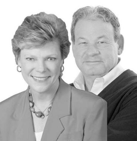 Cokie Roberts with her husband Steven V. Roberts | Source: lockportjournal.com