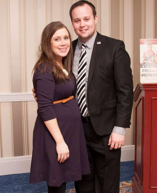 Josh Duggar with his wife, Anna Duggar. | Source : Eonline.com