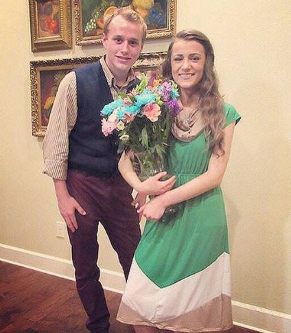 Josiah Duggar with Marjorie Jackson, with whom he had entered coutship in 2015. | eonline.com