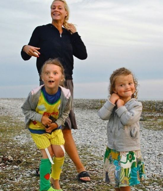 Malena Ernman with Children}}