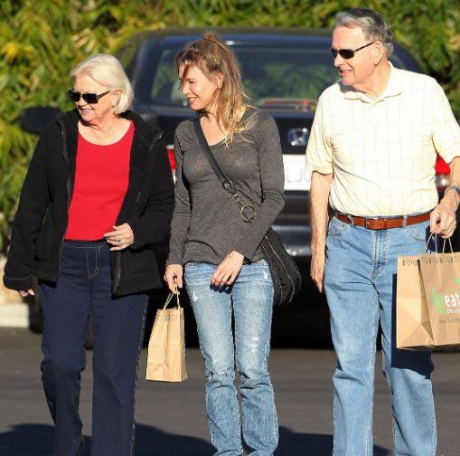 Renee Zellweger with Parent/s}}