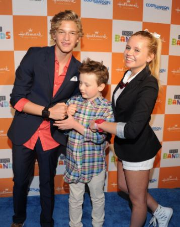 Cody Simpson with Sibling/s}}