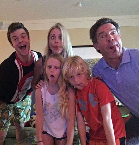 Dennis Quaid with Children}}