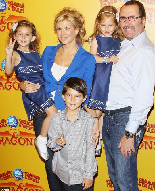 Alexis Bellino with Children}}