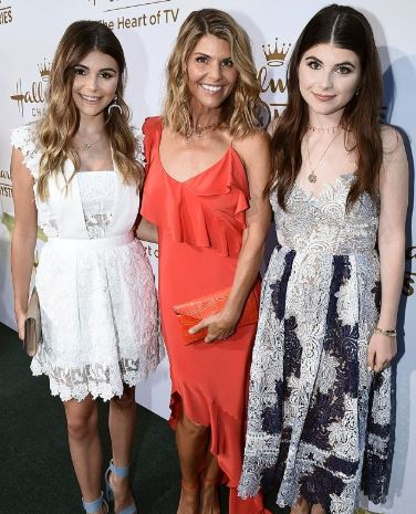 Lori Loughlin with Children}}