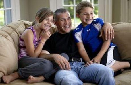 Joe Girardi with Children}}