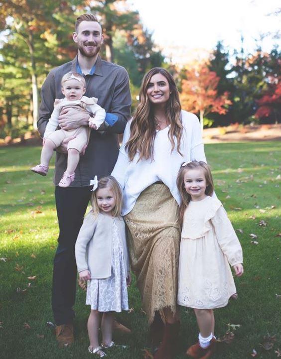 Gordon Hayward with Children}}