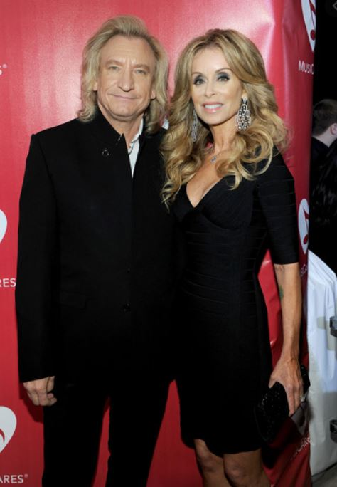 Joe Walsh with his wife, Marjorie Bach. | Source: Zimbio.com