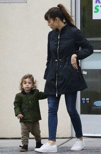 Jessica Biel with Children}}