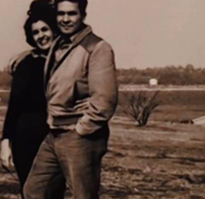Hoda Kotb with Parent/s}}