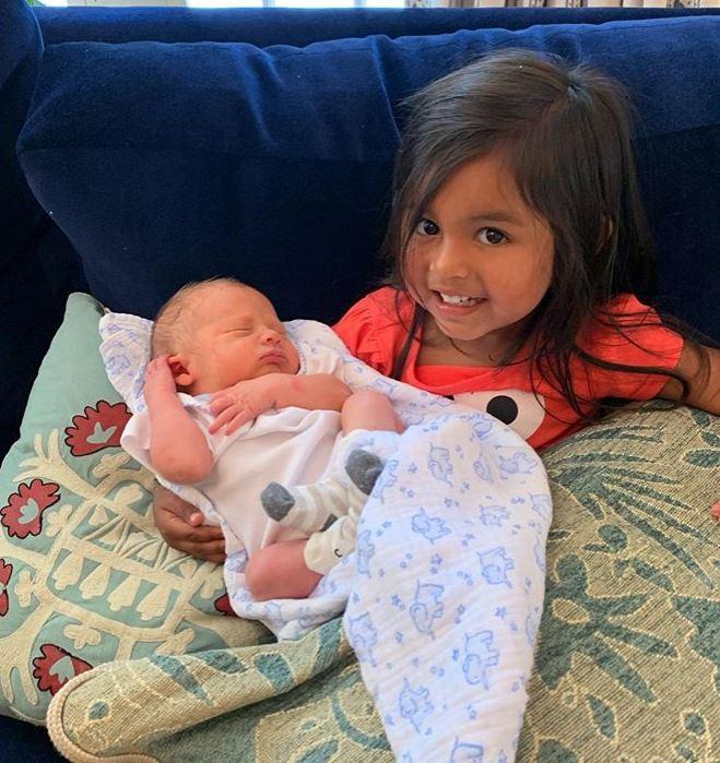 Hoda Kotb with Children}}