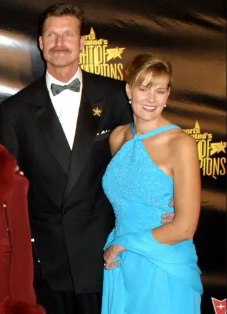 Lisa Wiehoff with her husband, Randy Johnson. | Source: Gettyimages.com