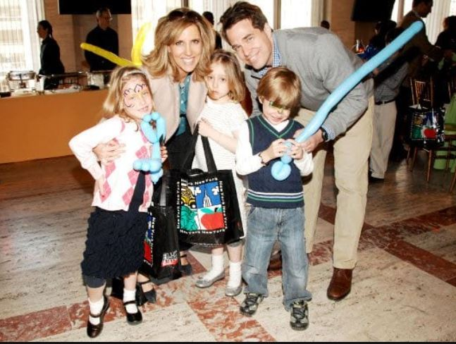Alisyn Camerota with Children}}