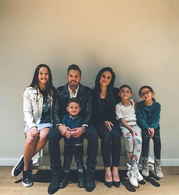 Jennie Lusko with Children}}
