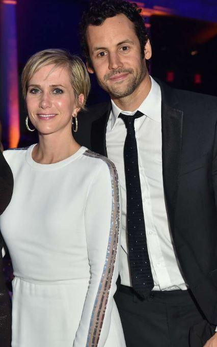 Avi Rothman with his fiancee, Kristen Wiig. | Source: eonline.com