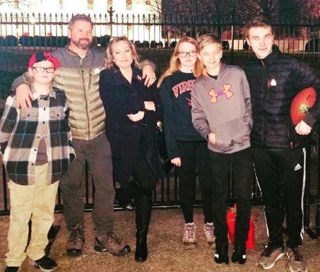 Kimberly Halkett with her husband and children | Source: Edailybuzz.com
