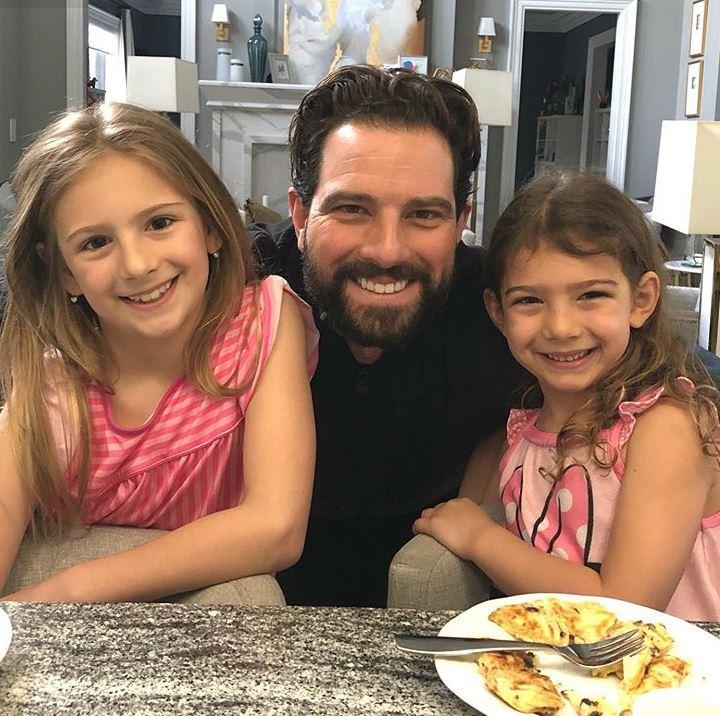 Scott McGillivray with Children}}