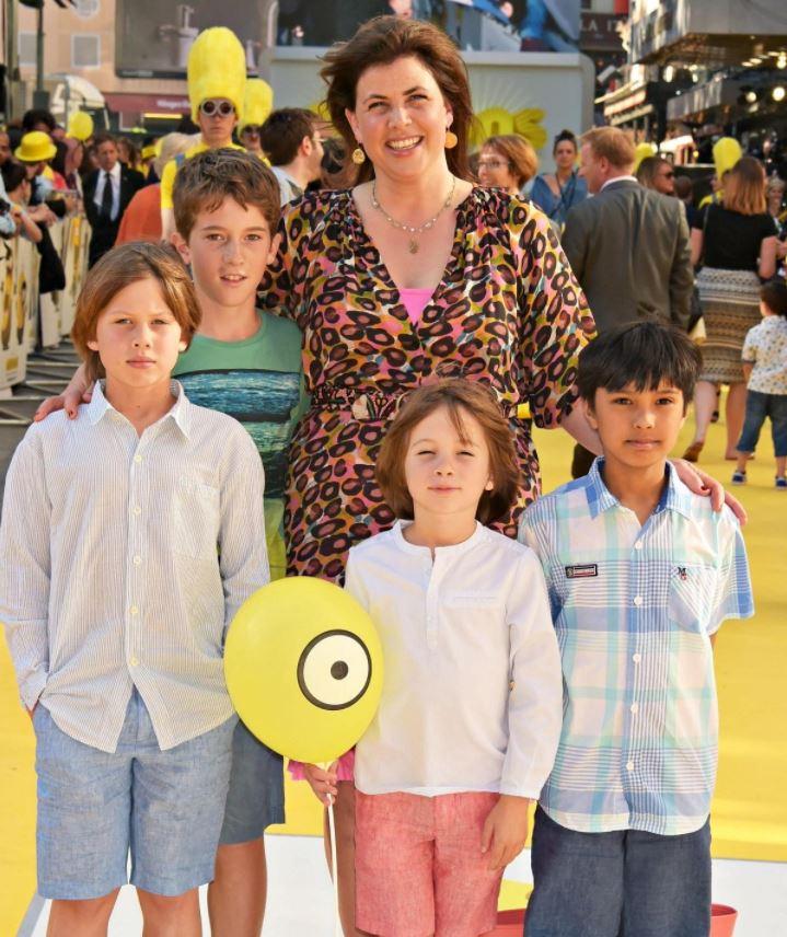 Kirstie Allsopp with Children}}