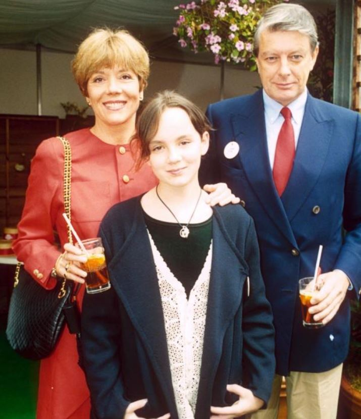 Archie Stirling with his daughter & ex-wife, Dana. | Source: heraldscotland.com