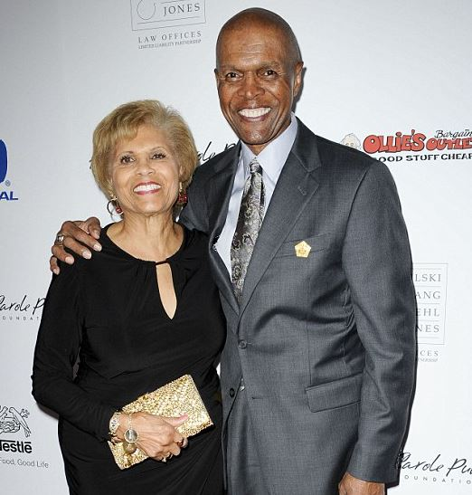 Gale Sayers with his wife | Source: Dailymail.co.uk