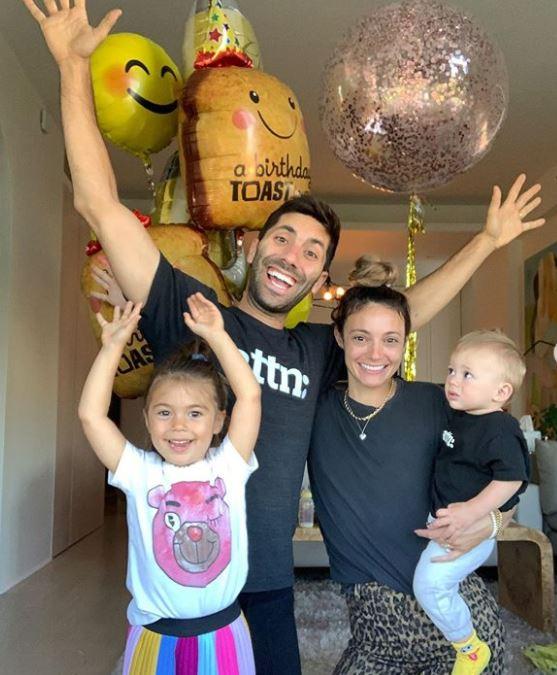 Laura Perlongo with Children}}