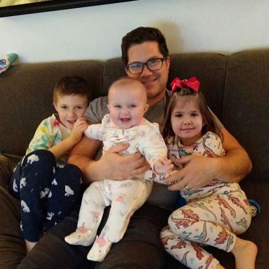 Gordon Farr with Children}}