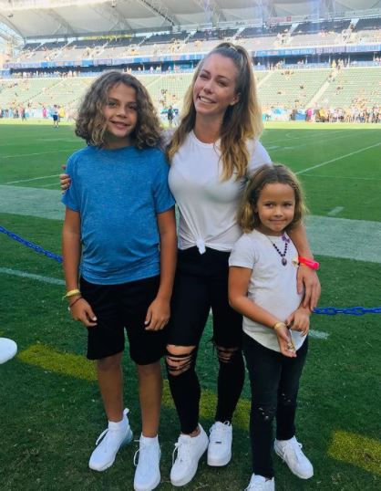Kendra Wilkinson with Children}}
