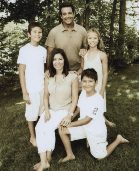 Amelia Santaniello with Children}}