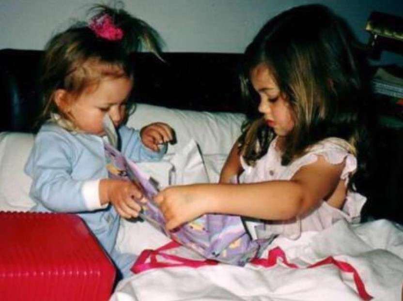 Phoebe Tonkin with Sibling/s}}