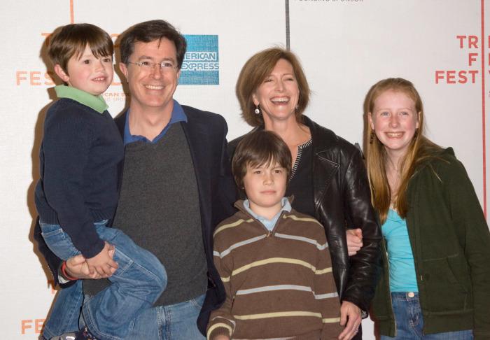 Stephen Colbert with her wife and children | Source: wonderwall.com