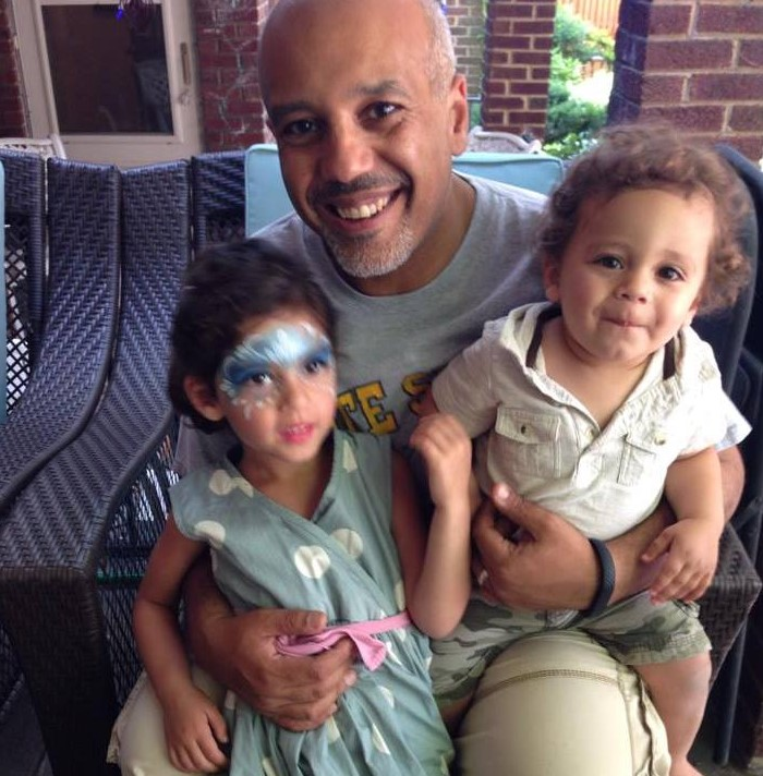 Mo Elleithee with Children}}
