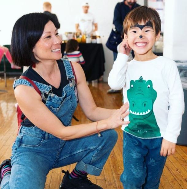 Lucy Liu with Children}}