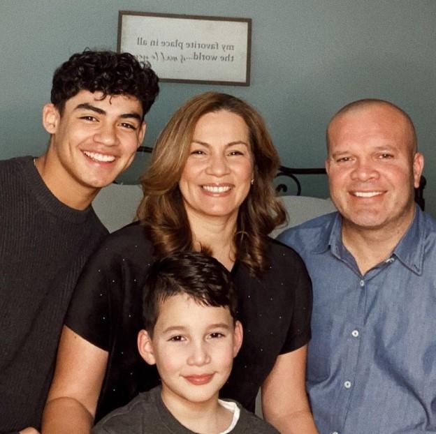 Alejandro Rosario with Parent/s}}